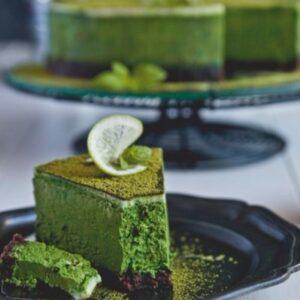 Bánh bông lan trà xanh được làm bằng bột matcha