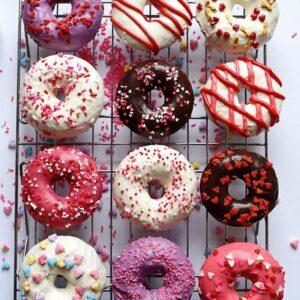 Socola màu được dùng để trang trí bánh donut